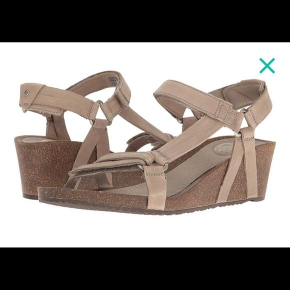 3399efa770f4d Teva Ysidro Universal wedge sandal. M 5b3fe63aa5d7c6f1a4ed7e53